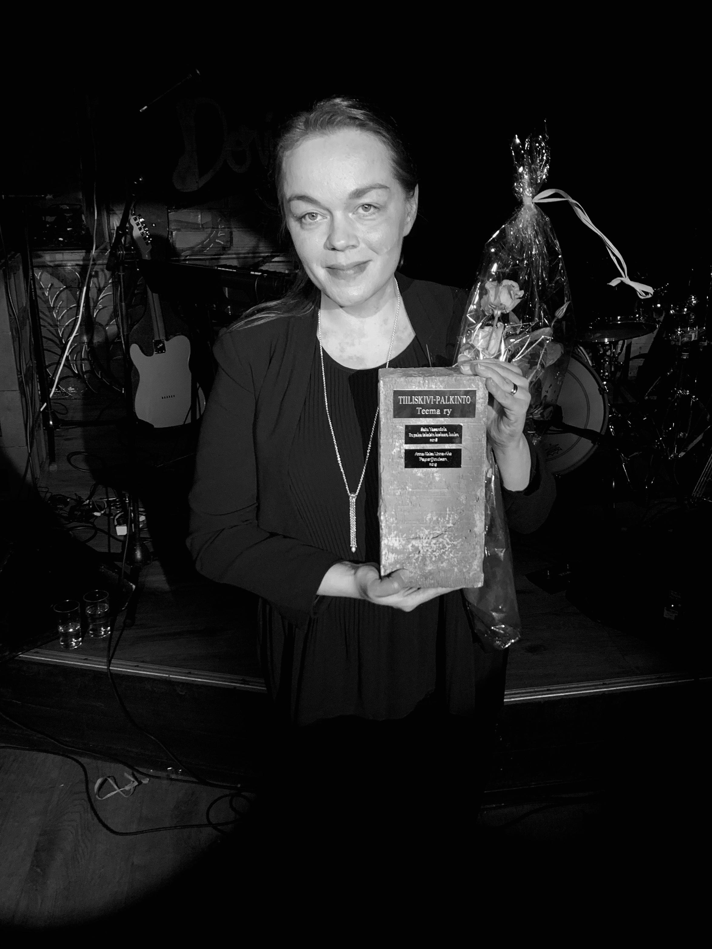 Vuoden 2019 Tiiliskivi-palkinnon voitti Anna-Kaisa Linna-Aho romaanillaan Paperijoutsen.